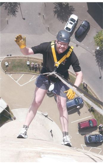 Alistair Abseils for Wellidog