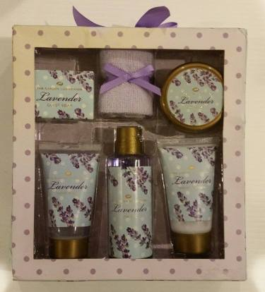 Boots Lavender Bath Set. Starting Bid- £1